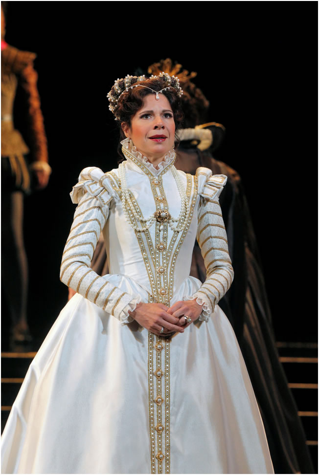Anna Maria Martinez as Elisabetta in Don Carlo